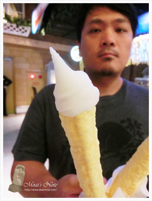 【台中市西區】藤喜家勾勾冰(台中大遠百內)~濃濃玉米味的特別造型冰