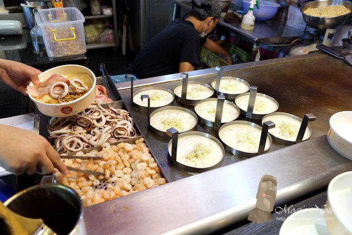 【高雄逍遙遊】凱旋夜市~炒麵吐司、章魚一番、現切蘆薈、雷門燒、懶人雞排