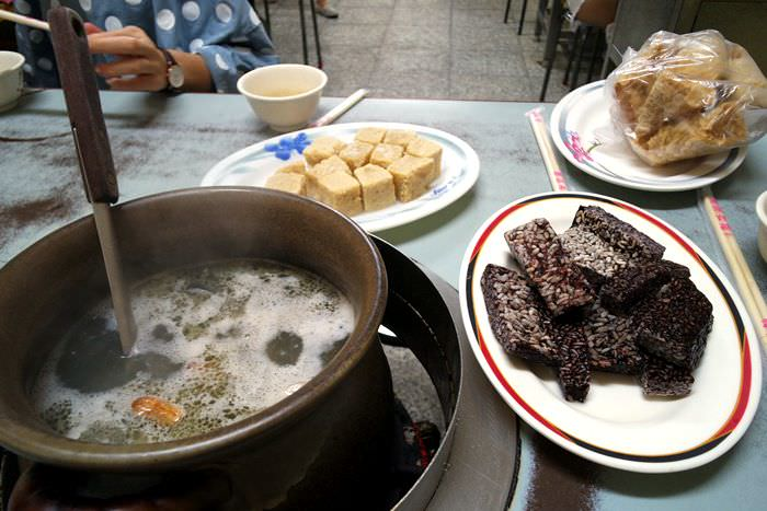 【台中市西區】小漁兒燒酒雞~冬天一位難求的超便宜平民消夜好去處