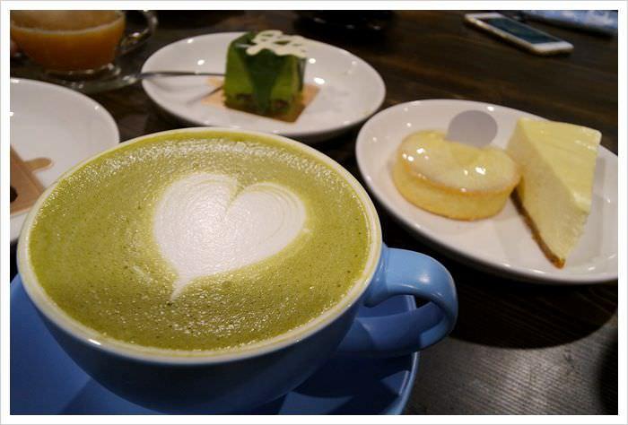 【新北市三重區】驚嘆號咖啡~不限時間提供網路插座的工業風咖啡