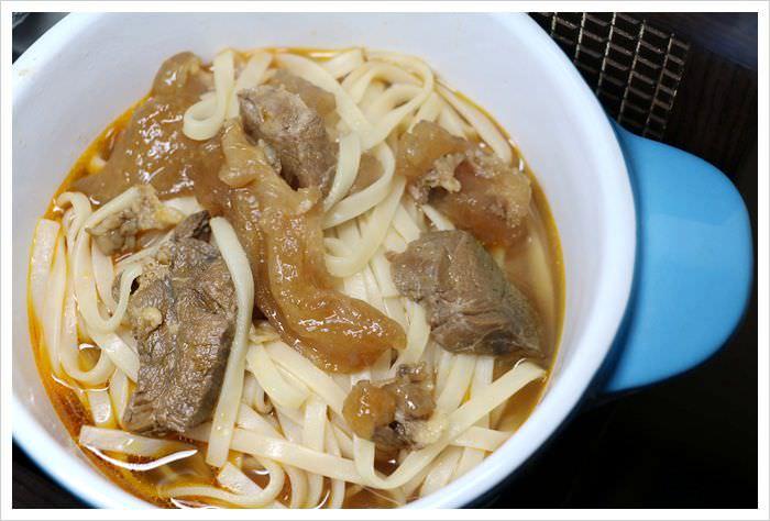 【試吃】珍苑牛肉麵~湯滾就上桌之料好湯濃肉大塊的方便牛肉麵