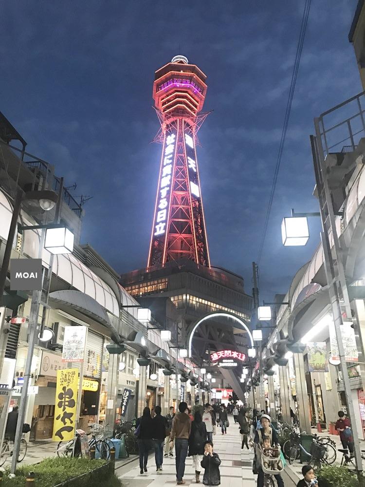 【2017大阪自由散策行】通天閣OSAKA-INFO、新世界商店街~懷舊下町風格以及通天閣這天人潮也太洶湧了!