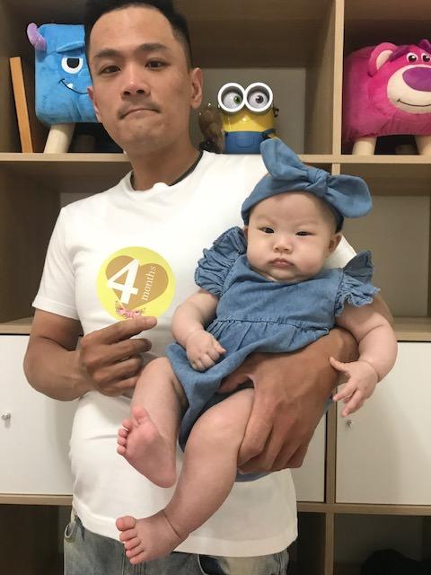 【生活記錄】孩兒四個月流水帳~收涎、第一次出遠門回台北、過敏
