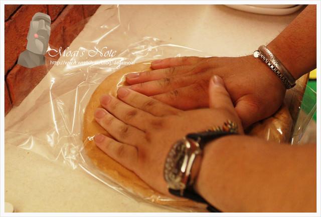 【嘉義伴手】奇碰碰‧神奇壓不扁蛋糕~拿來出氣很不錯(嗯?)