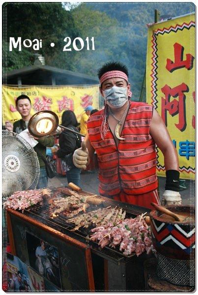 【北市新店區】烏來老街的假日紀實~遇見山豬王的吃不停午後時光
